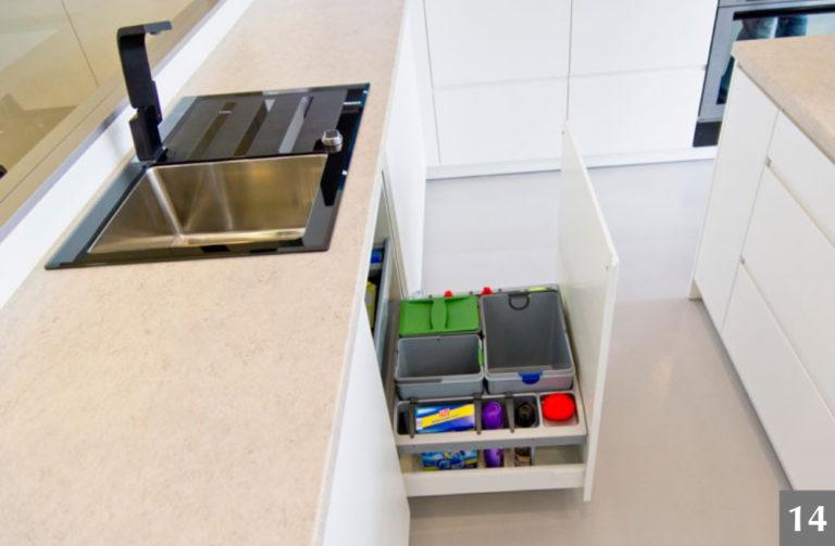 Úložný systém ve skříni pod dřezem