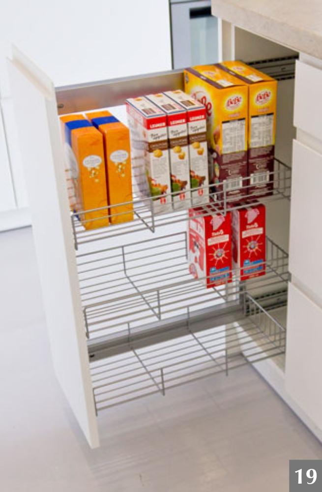 Vysunovací úložný systém do úzké skříně