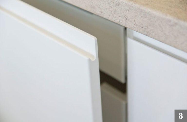 Úchyty a systém otevírání kuchyňských skříní