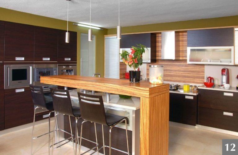 Moderní kuchyně s barem