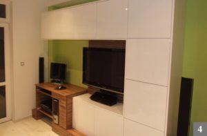 Obývací pokoj s pracovním koutem