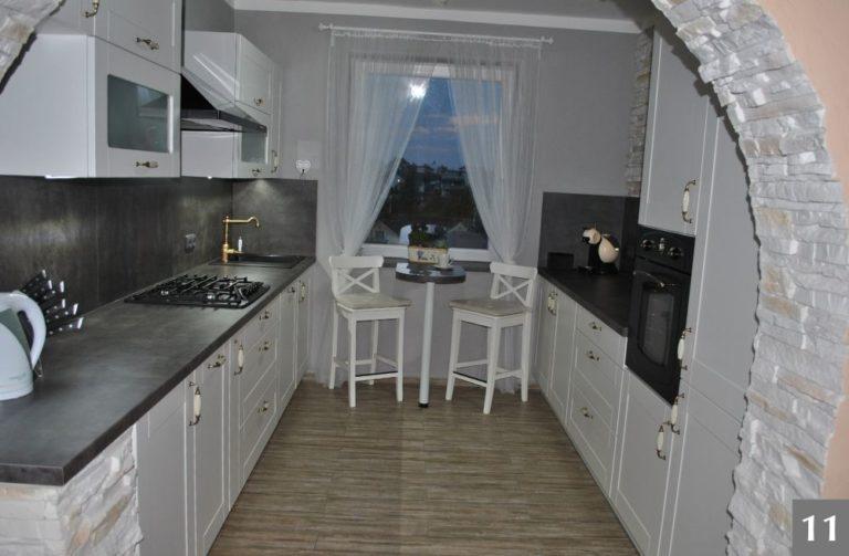 Bílá kuchyně ve stylu Provence