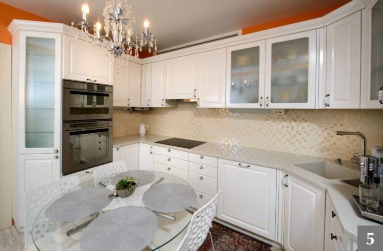 Klasická rustikální kuchyně z bílého dřeva
