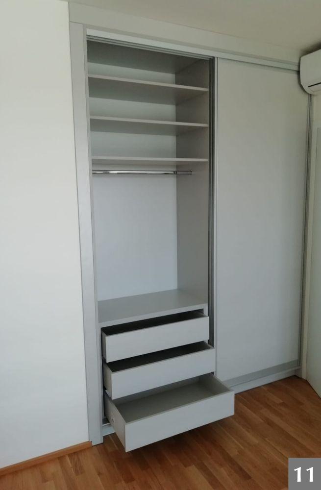 Úložný prostor ve vestavěné skříni
