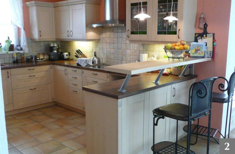 Klasická kuchyně s barem na míru od firmy Válek & Kačena