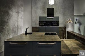 Nadčasová kuchyně s kamennou pracovní deskou