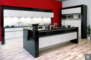 Nadčasová kuchyně v černobílé kombinaci ve vysokém lesku